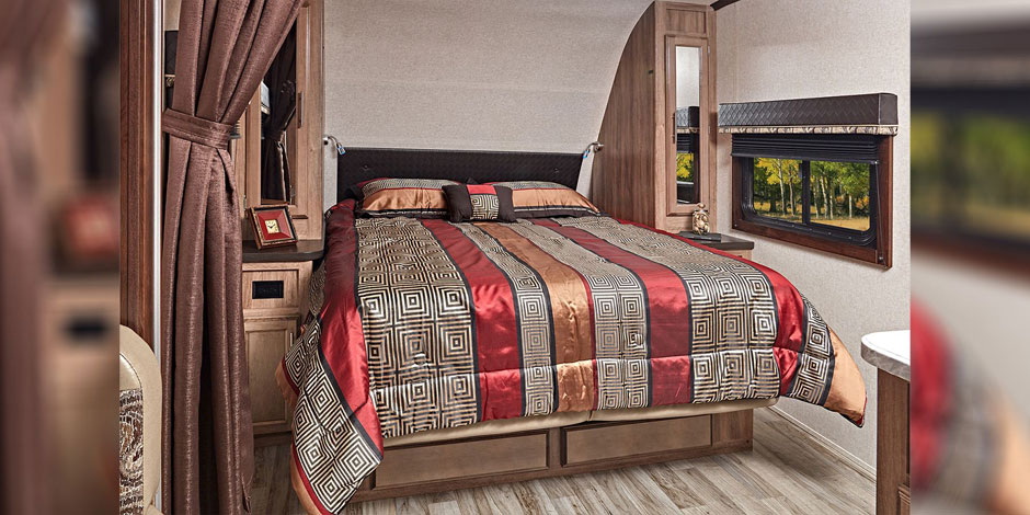 Jayco Jay Feather bedroom